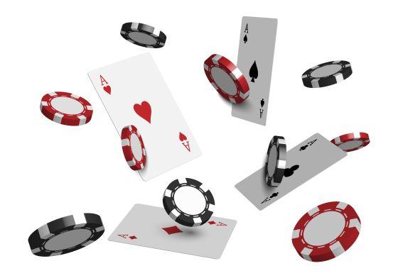 Pokerchips en speelkaarten